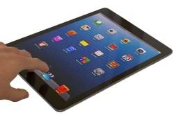 Stadt liefert mehrere hundert Tablets an Schulen aus
