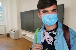 Hannover erhält Spende von 100.000 OP-Masken für Schüler*innen