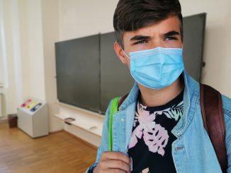 Spende von 100.000 OP-Masken für Schüler:innen