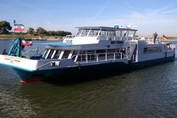 Laborschiff des Max Prüss auf der Weser unterwegs